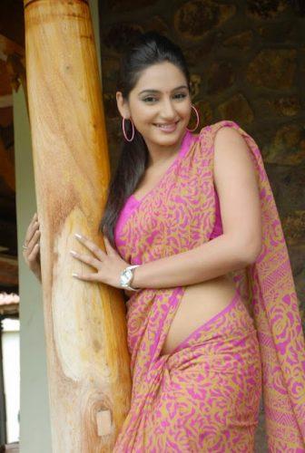 Tamil New Sex Stories - Kiramathu Ilaganin Aasai 2