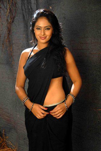 Tamil Sex Story - Ennai Anaitha Anni 3